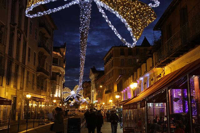 Nizza mit Weihnachtsbeleuchtung