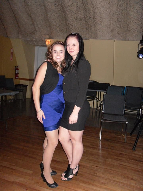 Cindy et Lauriane en talons hauts / Cindy & Lauriane in high heels shoes - Avec la permission de mon amie Chantal.