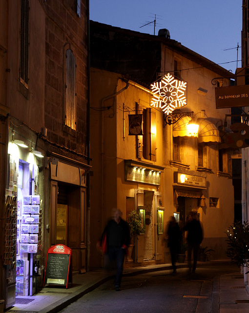 2012 12 29 Arles Altstadt beleuchtet