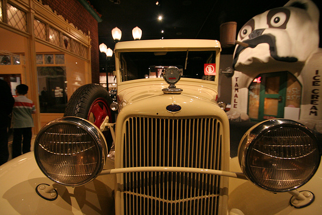 1932 Ford Model BB Tow Truck - Petersen Automotive Museum (8006)