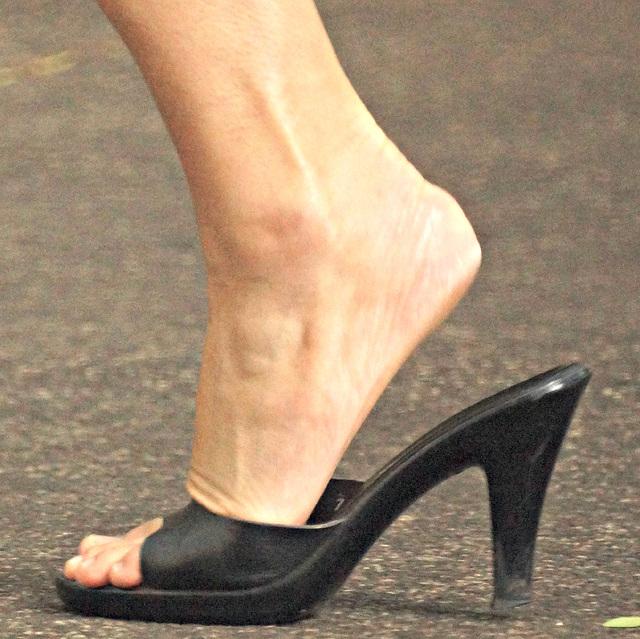 Casllisto size 7 heel slide