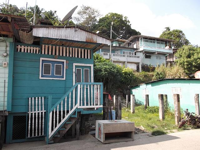 Habitations panaméennes / Panama's typical houses - 23 janvier 2013.