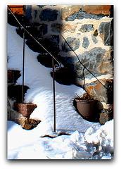 Vieil escalier en hiver
