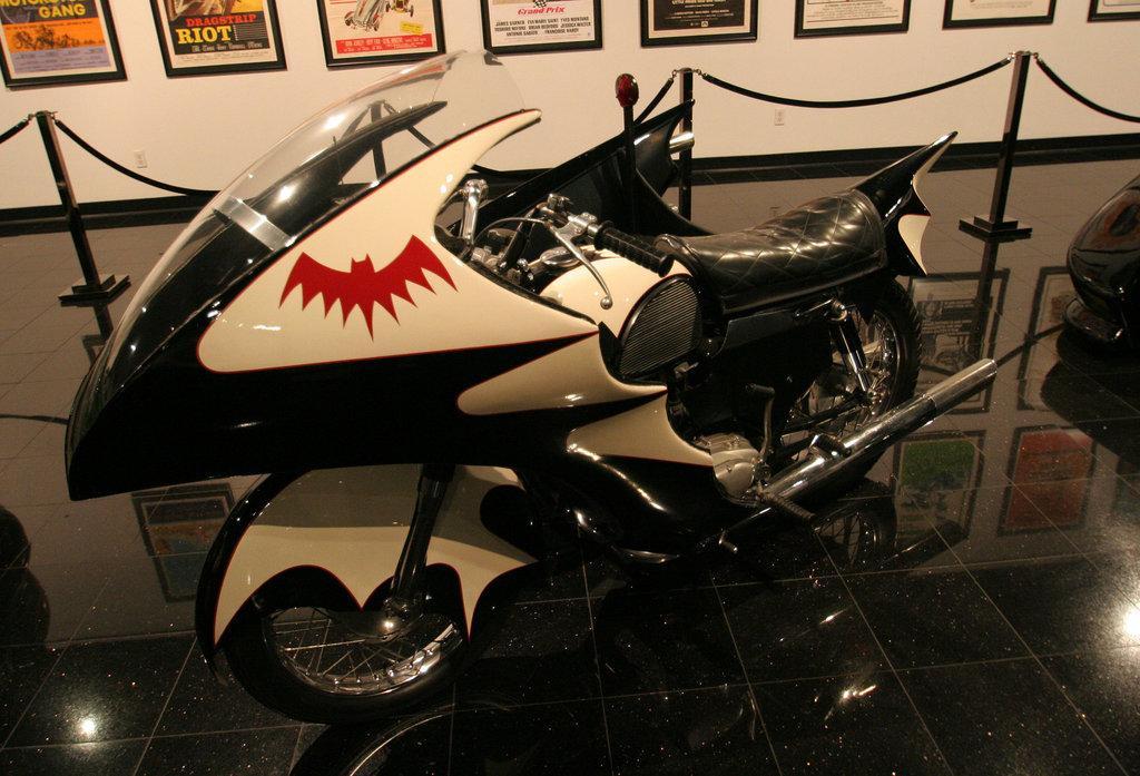 1966 Yamaha YDS-3 Batcycle - Batman film 1966 - Petersen Automotive Museum (8183)