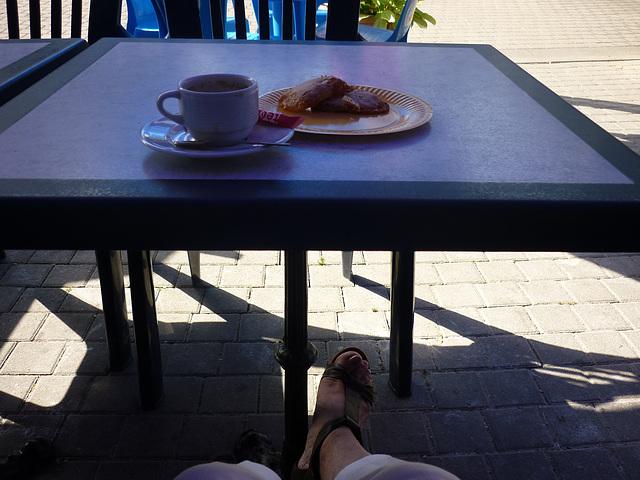 Peux pas faire plus !   Pieds appétissants au menu / Appetizing feet at the menu - 18 août 2012.