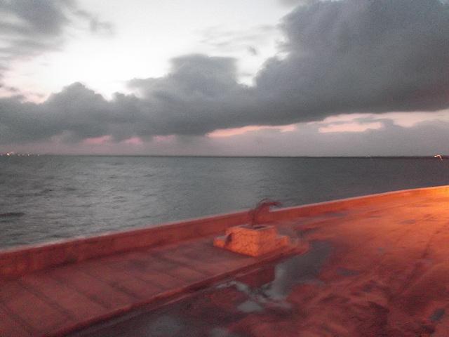 Lever flou involontaire / Unwilling blurry sunrise -  April 8th 2012.