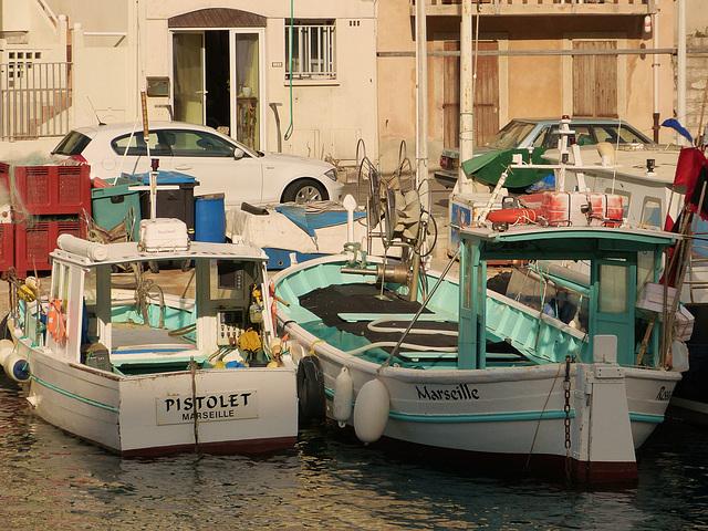 ...petit port du Vallon des Auffes...