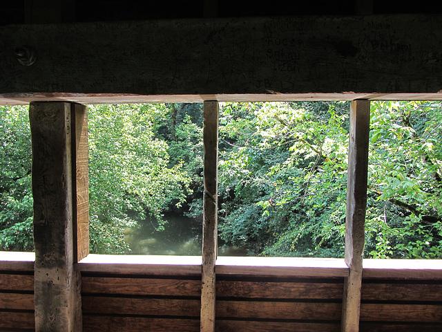Brücke mit Fenstern