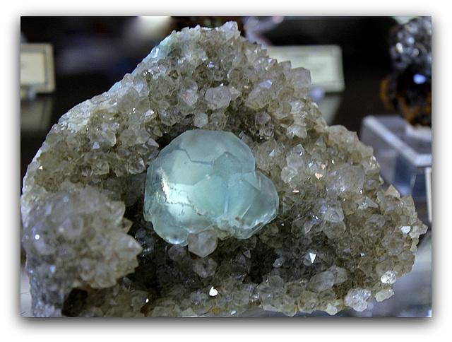 Fluorite du Maroc , sur Quartz