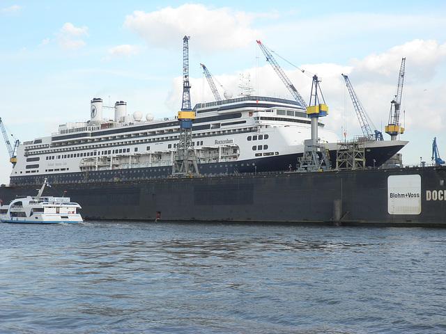 Kreuzfahrtschiff   ROTTERDAM im Dock