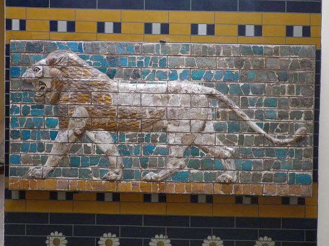 Porte d'Ishtar à Babylone : relief au lion.