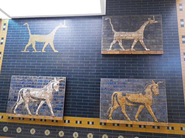 Porte d'Ishtar à Babylone : animaux imaginaires.