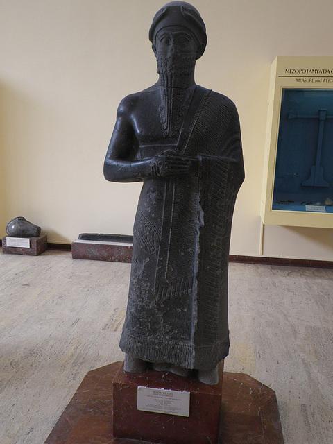 Roi assyrien.