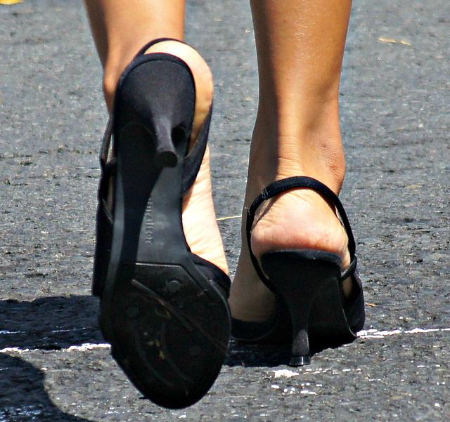 naturallizer prissy sandals