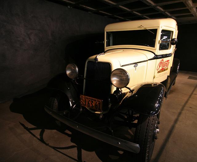 1934 Ford 1.5 Ton Panel Truck - Petersen Automotive Museum (7929)