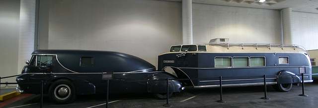 1938 Reo - Petersen Automotive Museum (7930)