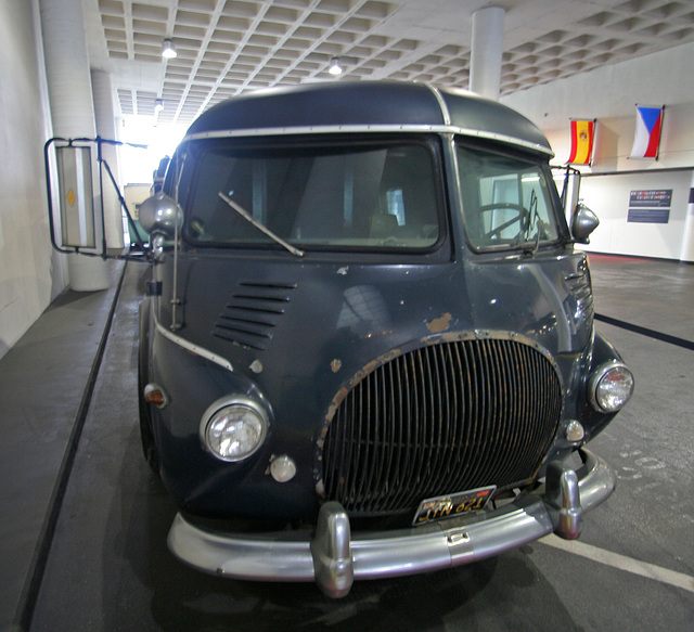 1938 Reo - Petersen Automotive Museum (7932)
