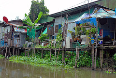 Simple housing along Khlong Sam