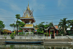 Wat Pluk Sattha on the end of Khlong Sam