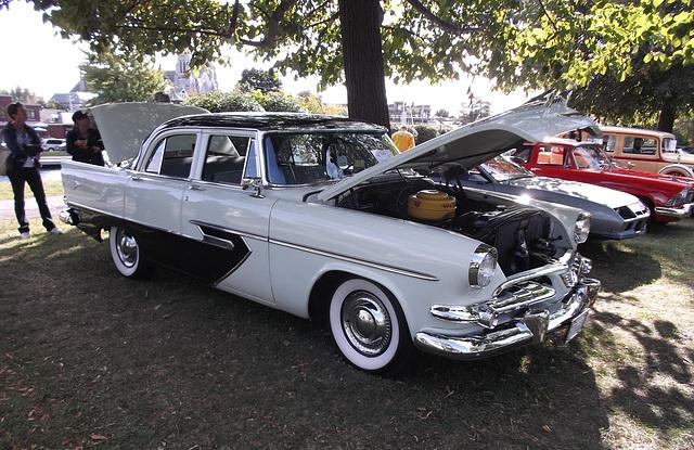 Dodge 1956 à capots ouverts / Opened trunks pose - 9 septembre 2012.