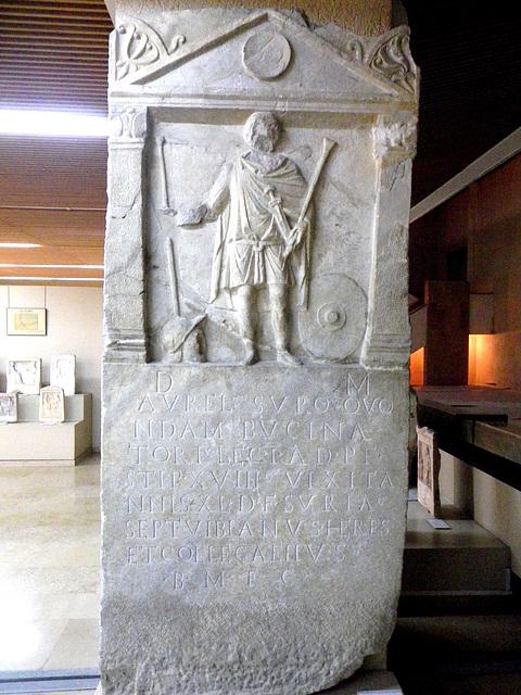Stèle de soldat romain.