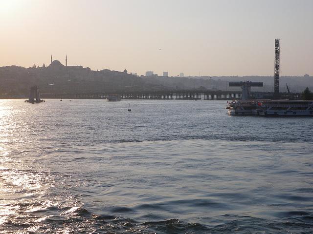 La corne d'Or depuis le pont de Galata.