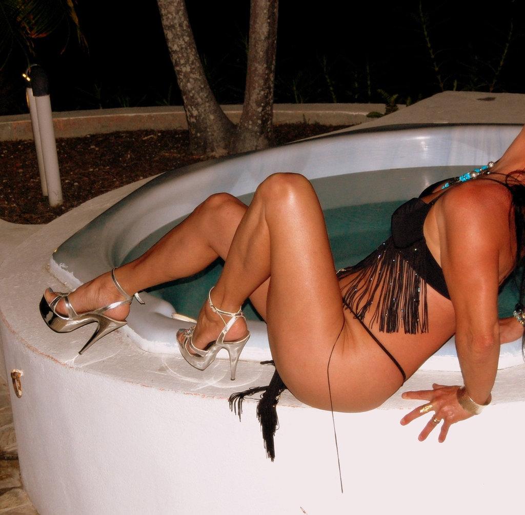 Marlène / Bain tourbillon et talons hauts /  Whirlpool and high heels - 1er février 2010