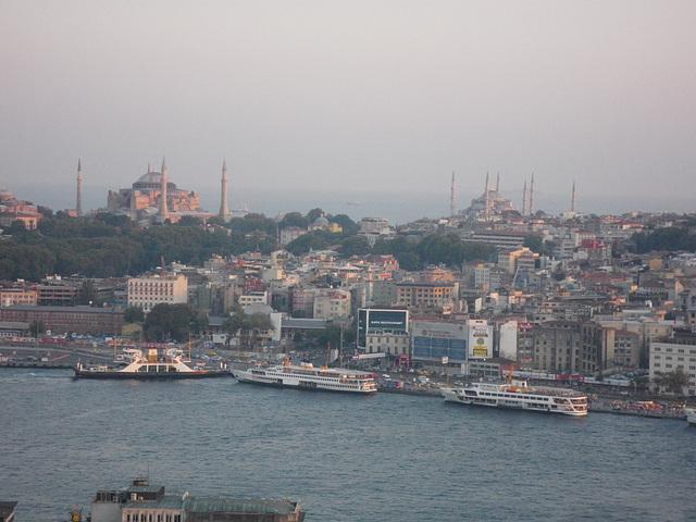 En haut de la tour : Sainte-Sophie et la mosquée bleue.