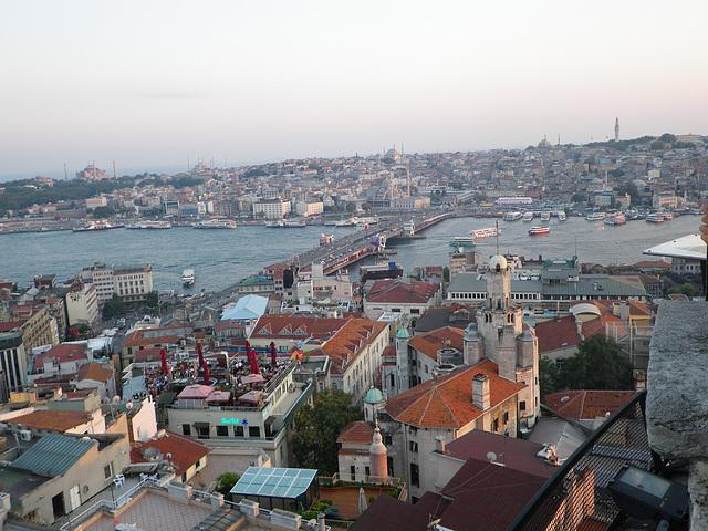En haut de la tour : le pont de Galata
