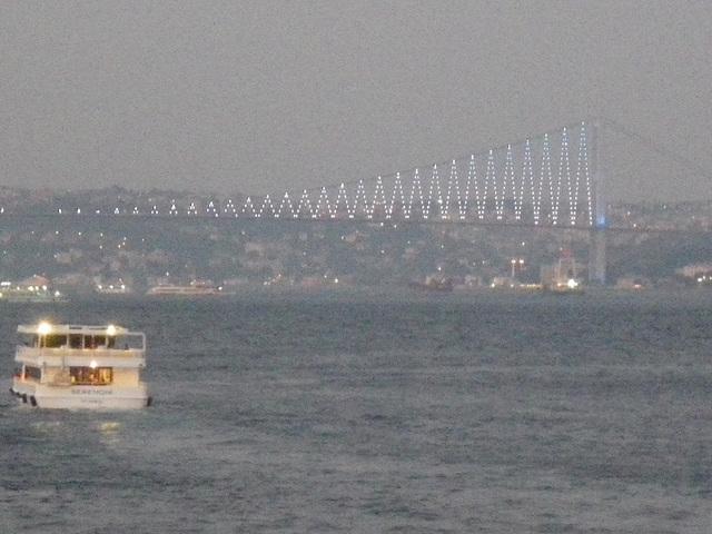 Le pont d'Ortaköy la nuit.