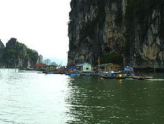 Village flottant sur Halong Bay