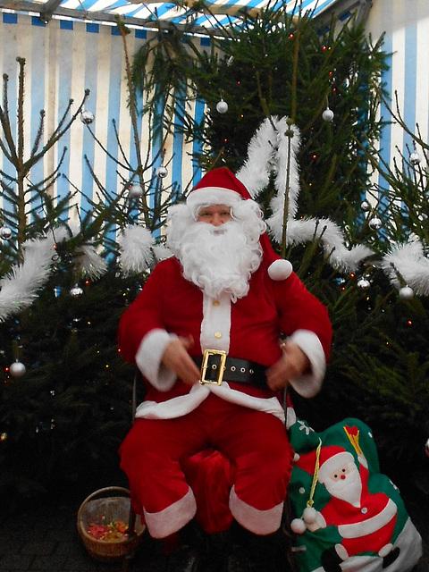 le père Noel est arrivé en Bretagne par la mer,
