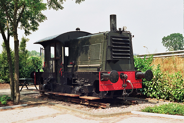 """Dutch shunter """"Sik"""" 238 as a monument at former station Uithoorn"""