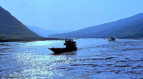 A Peaceful Evening on the Yangtze