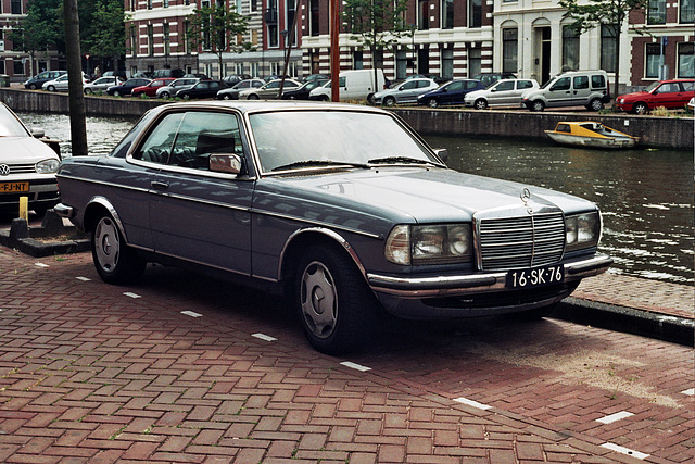 What some people do to their W123: 1977 Mercedes-Benz 230 C