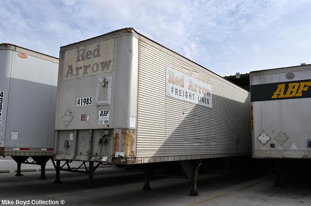 Exceptionnel Red Arrow Frt Lines Van Abf Storage Fontana Ca 01u002714