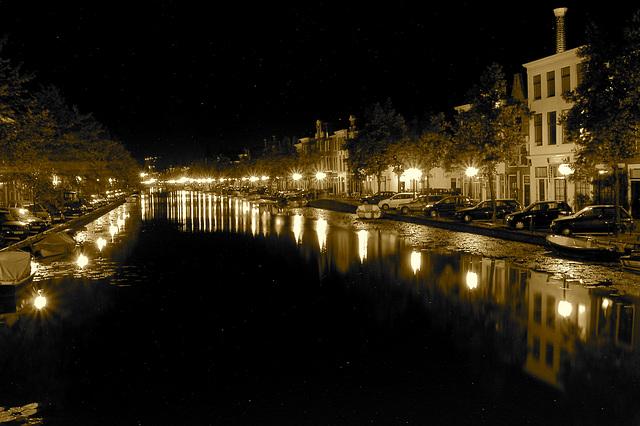 Night shot of the Oude Singel