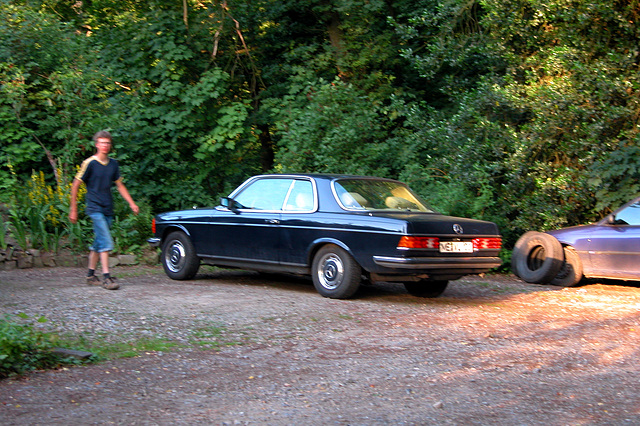Mercedes-Benz W123 coupe with blurry boy