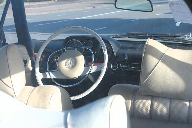 1974 Mercedes-Benz 280 C Automatic - interior