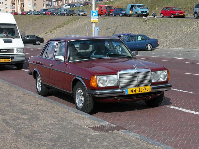 Daily Merc spotting: 1982 Mercedes-Benz 300 D