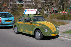1983 VW Beetle turned into an advertisement for carpets