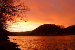 Elbtal im Morgenlicht  - Elbvalo en matenlumo