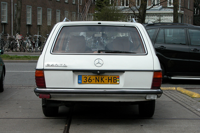 The mad W123 spotter strikes again: 1982 Mercedes-Benz 240 TD