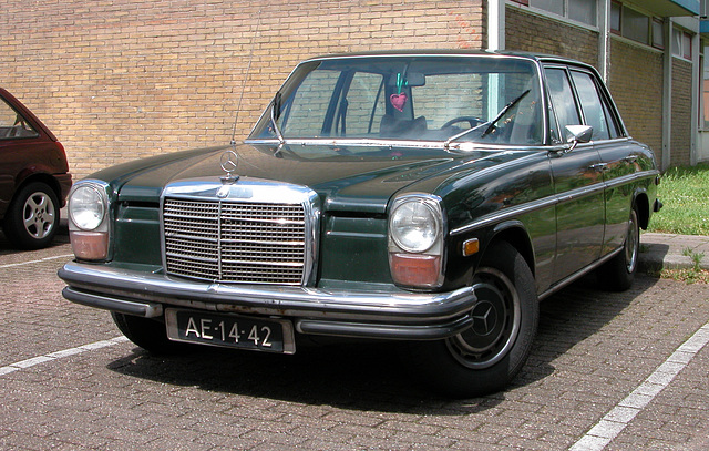 Merc spot: 1970 Mercedes-Benz 250 Automatic (American version)