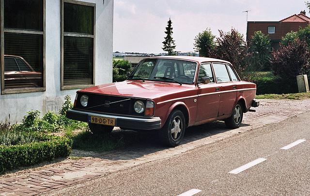 Car spotting: 1976 Volvo 244 GL
