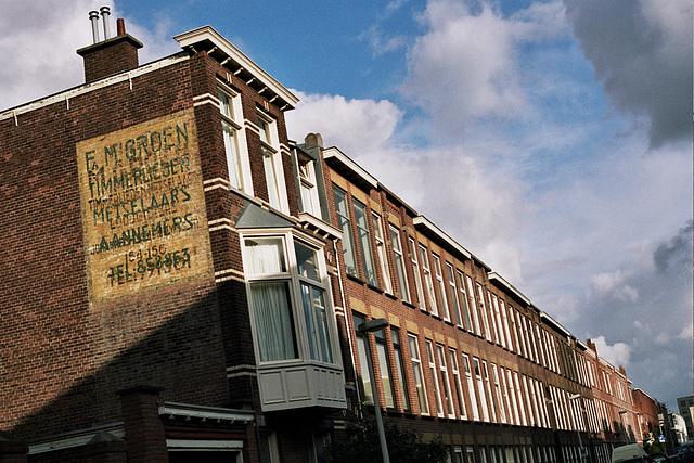 Johannes Camphuijs Street in the Hague: timmerlieden, metselaars en aannemers