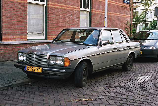 Daily Merc spots: 1984 Mercedes-Benz 200