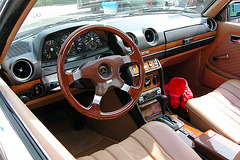 More fancy Mercedes W123 dashboard