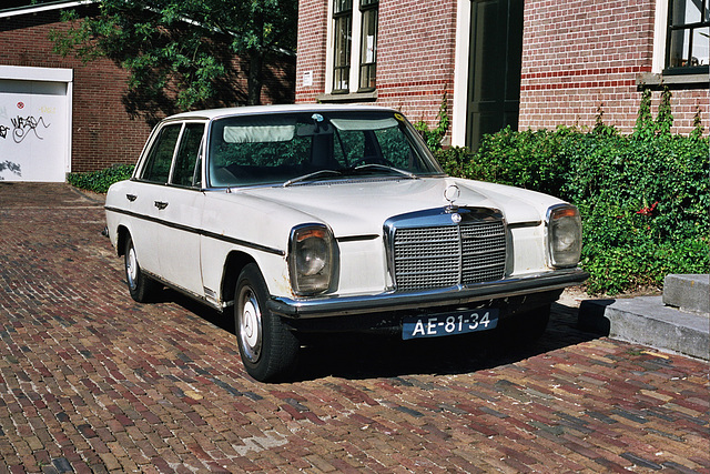 Daily Merc spots: 1972 Mercedes-Benz 250 automatic