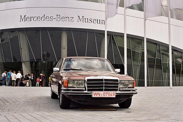 Visiting the Mercedes-Benz Museum: outside the museum
